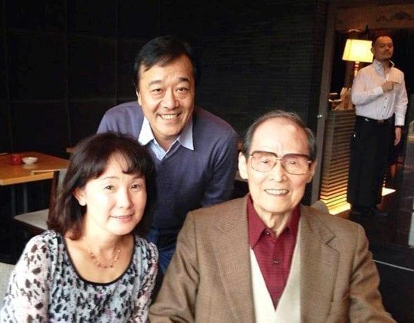 初代吉田彰校長先生(2014年ご逝去)と卒業生・飯田さんと高田さん